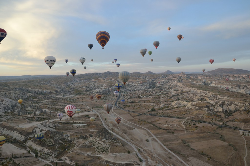turkey cappadocia lots of hot air balloons